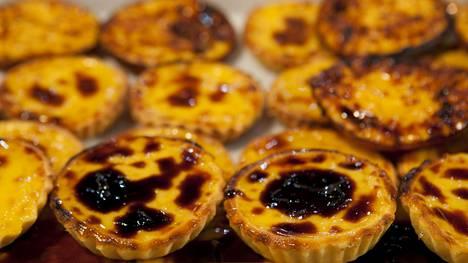 Pastel de nata on portugalialisen keittiön erikoisuus.