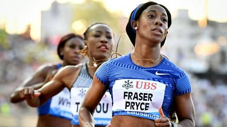 Shelly-Ann Fraser-Pryce voitti ylivoimaisesti naisten 100 metrin finaalin Timanttiliigan osakilpailussa Lausannessa.