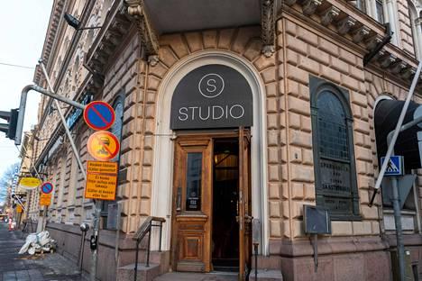 Yökerho Studio avautui vuonna 2019. Sitä ennen tilassa toimi Sedu Koskisen yökerho Chic.