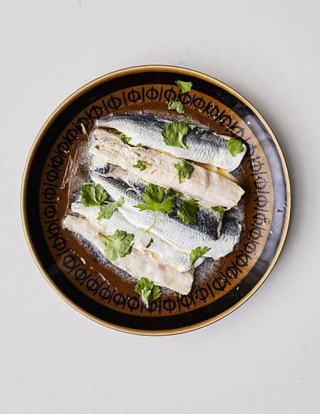 Silakka on hyvä, kotimainen kala, josta saa monenlaista ruokaa. Ikävä kyllä sitä menee reippaasti rehuksi, Kari Aihinen toteaa sen saatavuudesta.
