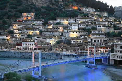 Albanian kuuluisa ikkunakaupunki Berat on Unescon maailmanperintökohde.