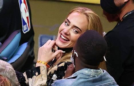 Adele ja Rich Paul seurasivat ottelua, jossa pelasivat vastakkain Milwaukee Bucks ja Phoenix Suns.