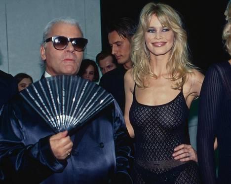 Karl Lagerfeld ja Claudia Schiffer vuonna 1992.