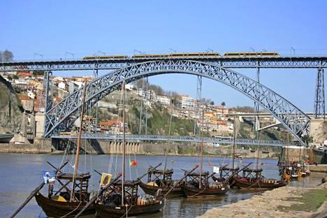Dourojoen yli kurottava kaarisilta on Porton ikoninen maamerkki.