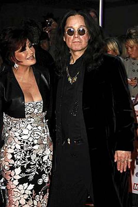 Sharon Osbourne haluaa eroon DD-kupin silikoneistaan. Toisen implantin hän aikoo lahjoittaa miehelleen Ozzylle, toisen ystävälleen.