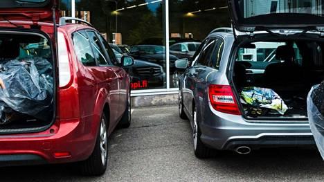 Käytettyjen autojen kauppa käy yhä suhteellisesti vilkkaana.