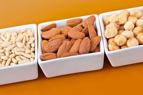 Pähkinät sisältävät terveellistä rasvaa, mutta niitä kannattaa popsia maltilla.