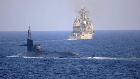 Yhdysvaltain ydinsukellusvene USS Georgia ja ohjusristeilijä USS Port Royal ylittivät Hormuzinsalmen ennen joulua.