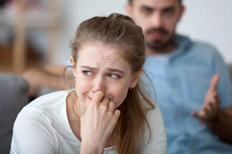 Järkytys on monelle päällimmäinen tunne, kun kumppanin luvaton rinnakkaissuhde paljastuu.