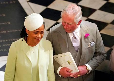Meghan on kuvaillut äitiään Doria Raglandia suurimmaksi esikuvakseen. Doria-äiti vietti satuhäissä aikaa Harryn isän prinssi Charlesin kanssa.
