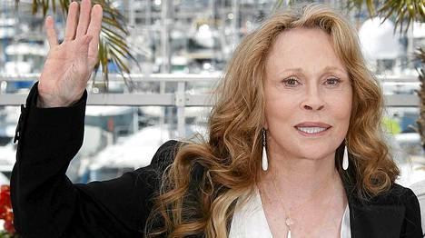 Tämä kuva otettiin Cannesissa kaksi vuotta sitten. Näyttelijätär nähtiin tänä vuonna myös Oscar-gaalassa, jossa hän herätti huomiota tiskihanskoilta näyttävissä käsineissään.