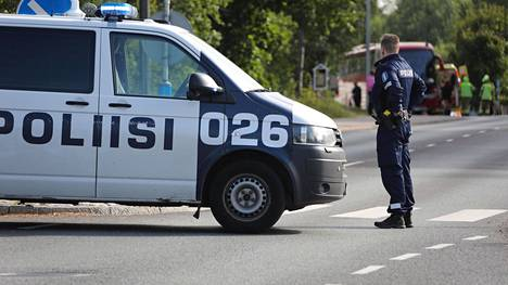 Linja-auto peruutti perjantaina mopon päälle Vantaan Ylästössä.