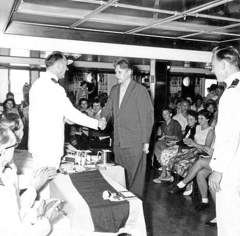 Reino Tolvanen voitti Mad Hat -kisan laivalla kohti Australiaa 1959.