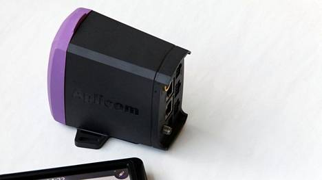 Kuvassa Aplicom Oy:n valmistama seurantalaite vuodelta 2011.