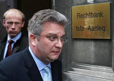 Belgian prinssi Laurent on todistajana Belgiaa kuohuttaneessa kavallusoikeudenkäynnissä.