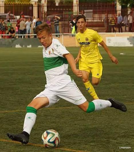 Rico Finnäs keskittää ottelussa Villarrealia vastaan.