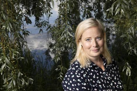 Heidi Anttila on kotoisin Lempäälästä. Hänet kuvattiin lapsuutensa maisemissa.