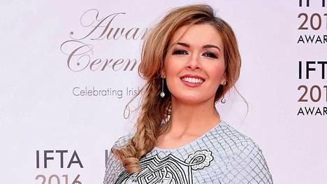 Caitlin Nic Aoidh toimii irlantilaisen TG4-kanavan säätiedottajana.