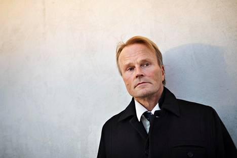 Suomen historian professori Juha Siltala pitää Bregmanin kirjaa virkistävänä, mutta löytää hollantilaiskirjailijan ajatuksista myös kuoppia.