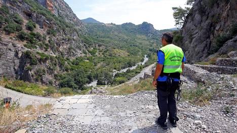 Raganello-joen varsi on erittäin vaativana pidetty reitti, jota suositellaan vain kokeneille vaeltajille.