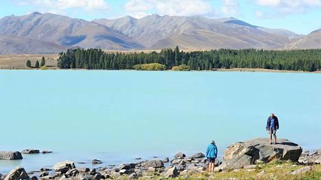 Maisemamatkailijalle Uusi-Seelanti on upea kohde. Eteläsaarella sijaitsevan Tekapo-järven turkoosi väri johtuu jäätiköiden sulamisvesiin liunneista mineraaleista.
