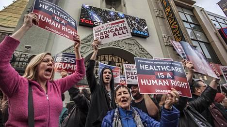Sairaanhoitajat osoittivat mieltään republikaanien terveydenhuoltouudistusta vastaan Kaliforniassa tammikuussa.