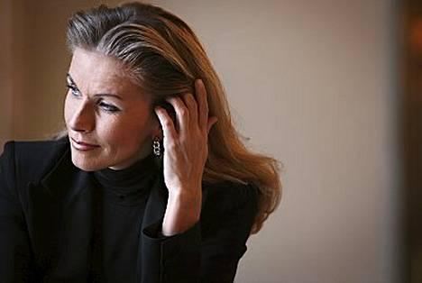 Tanja Saarela on vaihtanut sukunimensä takaisin Karpelaksi.