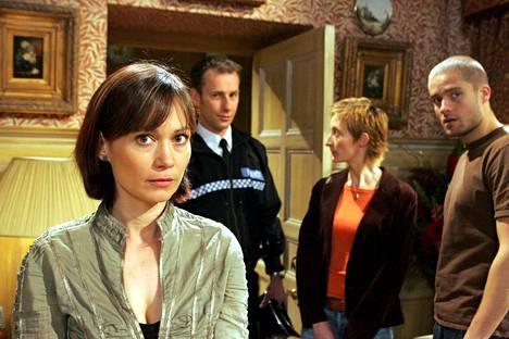 Bracknell Emmerdalessa Zoe Tatea vuosina 1989–2005. Hän jätti sarjan syksyllä 2005.