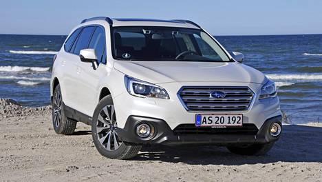 Uusi Subaru Outback on muuttunut ulkoisesti vähän, mutta turvavarustelu parantunut uuden EyeSight-järjestelmän myötä.