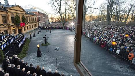Joulurauha julistettiin perinteisin menoin Turun vanhalla Suurtorilla jouluaattona.