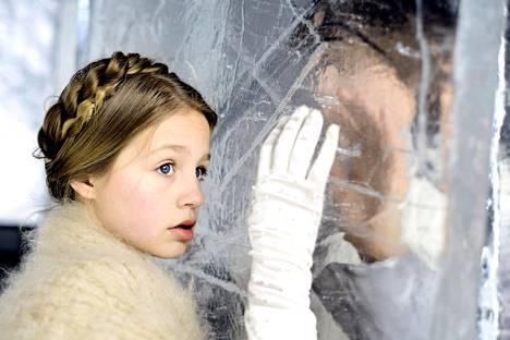 Nuori Flora Thiemann on eloisa Gerda, mutta muilta osin uusi Lumikuningatar-tulkinta puuduttaa.
