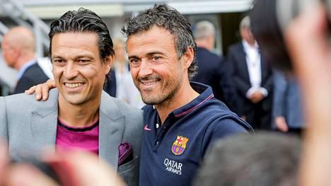 Vanhat joukkuetoverit Jari Litmanen ja Luis Enrique yhteiskuvassa vuonna 2014. Enrique työskenteli tuolloin FC Barcelonan valmentajana.