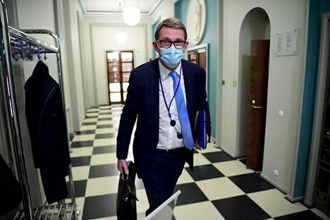 Valtiovarainministeri Matti Vanhanen toivoi, että työmarkkinajärjestöt eivät laskisi sen varaan, minkälaiset poliittiset voimasuhteet hallituksessa kulloinkin on.