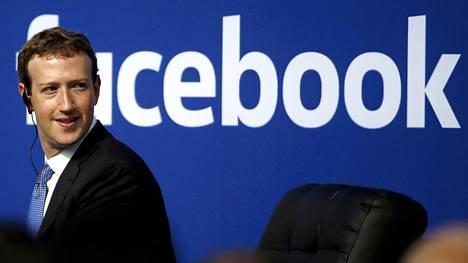 Facebook-yhtiön johtaja Mark Zuckerberg on joutunut vastailemaan yhtiön toimintaa koskeviin kysymyksiin kohun alkamisen jälkeen.