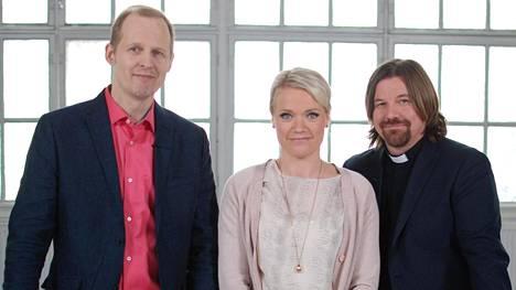 Mikael Saarinen, Maaret Kallio ja Kari Kanala ovat luotsanneet pareja ohjelman kakkoskaudella.