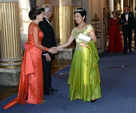Japanin prinsessa Hisako Takamado häikäisi vihreässä iltapuvussa.