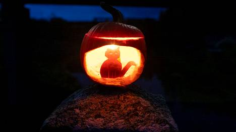 Kissalyhdyssä on halloweenin mystisyyttä.