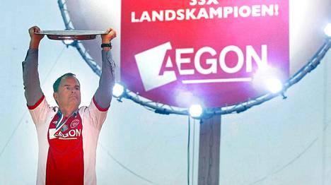 Frank de Boer pääsi juhlimaan viikonloppuna Hollannin mestaruutta neljännen kerran peräkkäin.