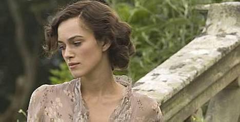Keira Knightley äänestettiin Britannian kauneusikoniksi. Hän voitti mm. Kate Mossin ja Victoria Beckhamin.