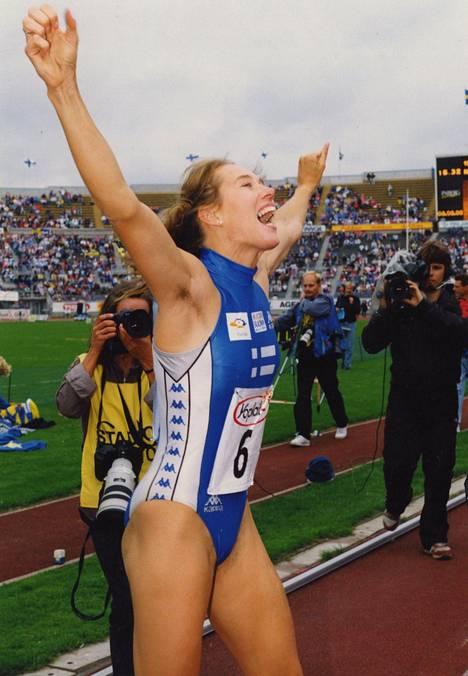 Ringa Ropo kuvattiin Suomen edustusasussa Olympiastadionilla elokuussa 1992.