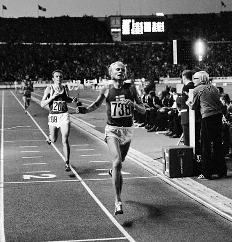 Juha Väätäinen voitti Helsingin EM-kilpailujen 10 000 m juoksun vuonna 1971. Maalisuoralla DDR:n Jurgen Haase jäi toiseksi.