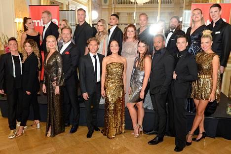 Tanssii tähtien kanssa -parit esittäytyivät medialle maanantaina. Kaksi tähtioppilasta, Viivi Huuska ja Kristo Salminen, joutuivat jäämään pois mahdollisen korona-altistumisen vuoksi.