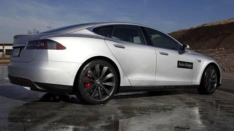 Kuvassa Tesla Model S Dual Performance. Kyse ei ole pirkanmaaalaisen miehen autoyksilöstä.