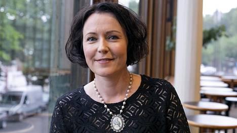 Rouva Jenni Haukio kannustaa kansalaisia nauttimaan Suomen luonnosta.