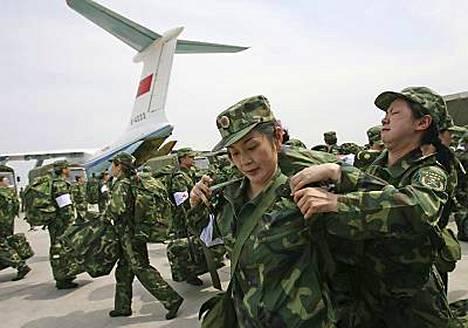 Kiinan armeija on avannut ilmasillan hätäavun toimittamiseksi maanjäristysalueelle.