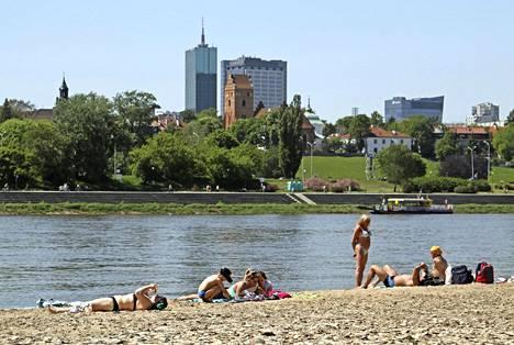 Varsovan keskustassa on julkisia uimarantoja.