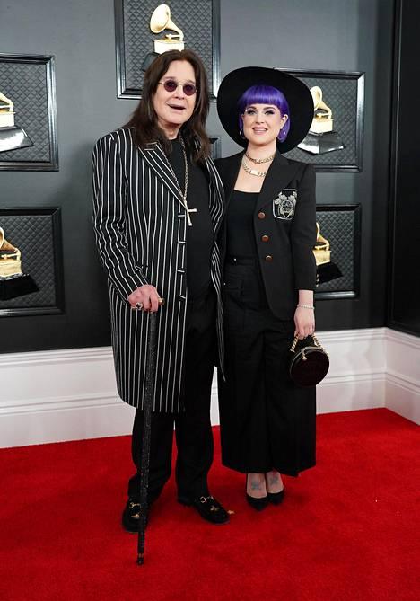 Ozzy Osbourne on sanonut vihanneensa tosi-tv-ohjelman kuvaamista. –Luulin, että kuvaukset ovat helppo juttu. Mietipä itse, jos kameraryhmä asuisi luonasi kolmen vuoden ajan. Siinä tuntee itsensä ihan koekaniiniksi, Ozzy Osbourne on sanonut.