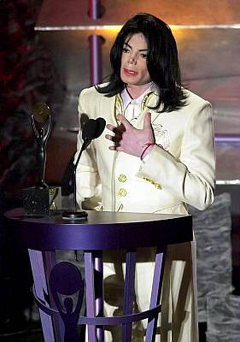 New York Post -lehti väittää Jacksonin ruumiin olevan syväjäädytettynä Forest Lawn yksityisen haustausmaan kylmiössä Hollywoodissa.