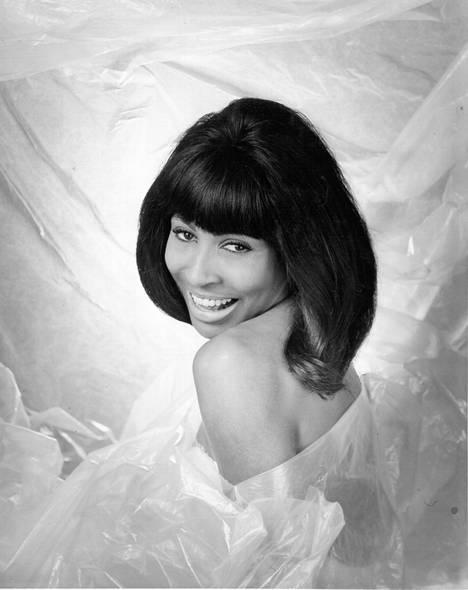 Tina Turner aloitti musiikkiuransa lukioikäisenä. Kuva vuodelta 1965.