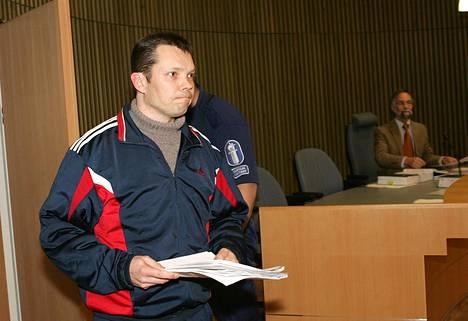 Jarmo Björkqvist selitti vuolain sanakääntein oikeudessa vaimon kuolemaan päättynyttä parisuhdetta ja omia tunnelmiaan.